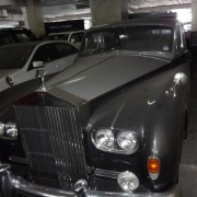 Leo Handling Antique Cars For Singapore Market
